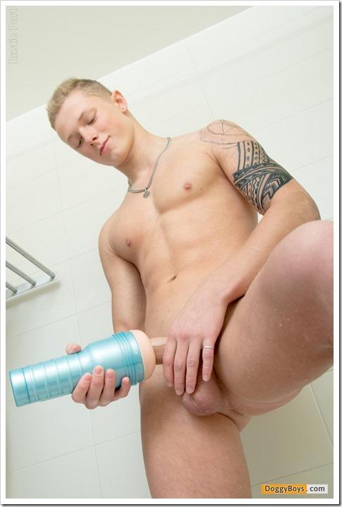 Thực tế cách gay dùng cốc bím nữ giả cầm tay