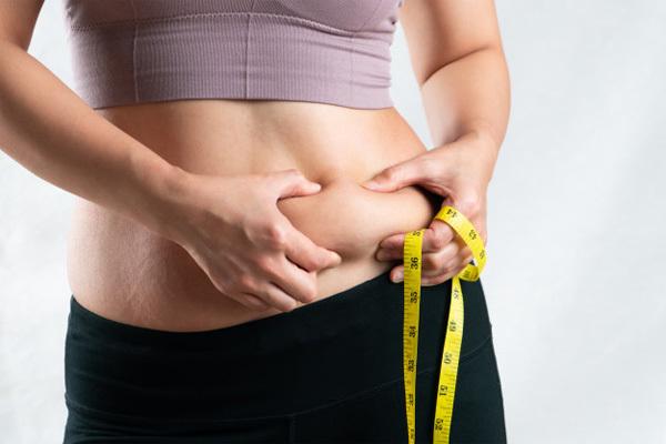 """Phụ nữ khi bắt đầu có tuổi thường có biểu hiện """"2 to, 2 nhỏ"""" trên cơ thể"""