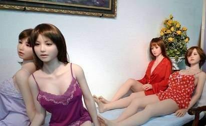 Đột nhập công xưởng sản xuất đồ chơi tình dục tại Nhật Bản